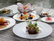 7月限定洋食『リュクス』※写真はイメージです。伊勢海老や蝦夷鮑、などを贅沢に使用したコースです。
