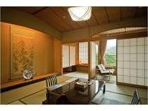 四季折々の庄川の大自然が一望できる純和室のお部屋です。 ※全室に加湿機能付空気清浄器を設置。