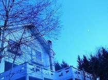 夕刻のヒロストラーダとお月さま