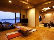 「飛島館スイートルーム」和室にリビングと露天風呂がついた、85平米の広々スイート。
