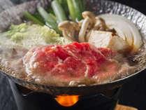 松阪牛のすき鍋風。いわずと知れた三重の名産「特選松阪牛」。舌の上でとろける食感を