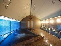 肌がつるつるになる温泉は天井に描かれた星空や、キャラクターの形をした浴槽がこどもたちに大人気!