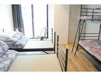 4名部屋(シングル2台/2段ベッド1台)