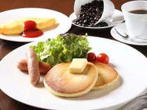 朝食はバイキング♪出来たてのパンケーキをお召し上がり下さい