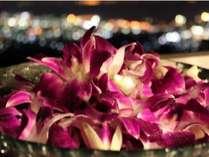 カップルプランで露天風呂にデンファレの花とキャンドルを添えてムード満点