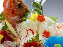 その時に獲れた地魚お造りが食せる自慢の一品。