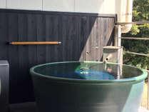 【月昇宮】客室露天風呂一例:陶器