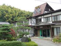 城崎の温泉街からは多少距離がありますが、緑に囲まれた癒しの宿です。