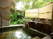 露天風呂付・新館和洋室の部屋付き露天。24時間かけ流しの温泉を独り占めしてください。