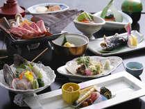 飛騨牛朴葉みそ焼きがメインの郷土料理が味わえる全14品。