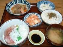 鰤の刺身 肉ジャガ 山芋 キムチ
