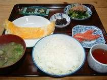 朝食E 卵焼き 昆布 ホウレン草 カニカマボコ