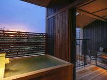 全室に温泉露天風呂を備える(客室一例)