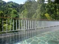 秋川渓谷の大自然が眼下に望む露天風呂。春夏秋冬の季節感が心にせせらぎを運びます☆彡