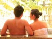 お部屋の露天風呂は源泉掛け流し。お二人だけのひと時をお愉しみください※写真はイメージ