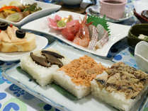 *夏期の夕食一例/新潟の郷土料理、笹寿司