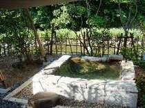 石の露天風呂1例