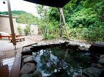 渓谷美を眺めながらのんびり浸かる客室付露天風呂