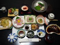 ご夕食(一例)地元・勝浦漁港から直送された新鮮な魚介類がたっぷり!
