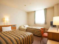 *客室例:ツインルーム(20平米)/シングルベッド1台とソファベッド1台のご用意です。