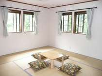 和室東南の窓からは、森林浴。