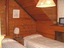 すべて木作りのしずかな2人部屋 エアコン・TV付