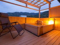 【露天風呂付ラグジュアリースイート花月】露天風呂から眺める景色は最高の癒しです。
