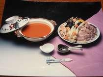 冬の味覚あんこう鍋料理です。あんこうの肝に魚肉、野菜等煮込みながらいただきます。