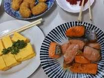 【料理一例】夕食・朝食とも20品目以上が並ぶ食べ放題バイキング!ボリュームもたっぷりです。