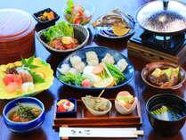 毎朝近くの市場で仕入れる、新鮮な魚を使った料理をお楽しみください。