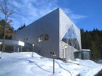 【外観】芸北国際スキー場に隣接☆白いゲレンデを背景にビッグトライアングルの造形美!