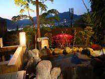 岩戸ヒノキの露天風呂の前には岩戸躑躅が!