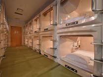 ▼カプセルホテル「お安く宿泊したい方に!嬉しいコンセント差込口付、フリーWi-Fi完備」
