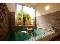 浴槽には、秋田県玉川温泉の焼き石が入っており、遠赤外線の効果が期待出来ます♪