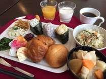 朝食のおにぎり・トン汁は毎朝手作りしております!トン汁は特に絶品です♪