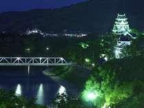 上層階東側のお部屋からは、旭川沿いにそびえる岡山城がご覧いただけます。