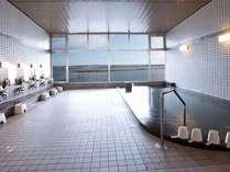 鳥居を眺められる女性大浴場