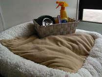 ペット用ベッドや食器、消臭スプレー、コロコロなどをお部屋にご用意してお待ちしております♪