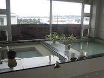 ★男性専用の大浴場★さっぱり!大型サウナ完備!大きな窓からは眺めの良い景色が広がります♪