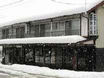 冬の飯山館 明治中期の建物の(カイコ栽培をしていた頃の)名残が残っています。