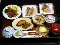 地元米(木島平村産幻のコシヒカリ100%)と飯山産の野菜を使った、飯山館のある日の夕食。