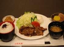 唐揚げ定食・生姜焼き定食など6種類の定食か選べます。「花茶屋」営業時間18:00~22:00(L.O 21:30)