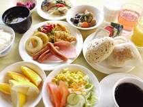 朝食 6:45~9:00和洋食のバイキング形式です。朝からしっかりとお召し上がり頂けます。