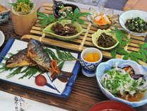 【夕食一例】四万十川源流域の食の恵みをふんだんに使った美味しい田舎料理。
