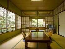 *山の清々しい空気で満たされた室内は、日常を忘れてのんびり寛げます。