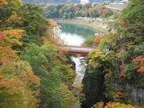 【猿ヶ京温泉 駒形峡】 紅葉の見ごろ10月下旬の予定