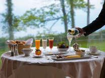 【ご朝食◇ギリガンズアイランド】〔イメージ〕 大自然を眺めつつ、目覚めのスパークリングワインをどうぞ