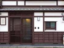 「阪急大宮」出入口2B番から徒歩約3分(280m)です。