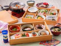◆木曽檜の豪華2段弁当◆宿自慢の朝食を目当てにするお客様もいらっしゃるほど、豪華&栄養満点!!