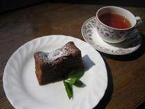 デザートの一例です。手作りケーキとハーブティをお出しいたします。